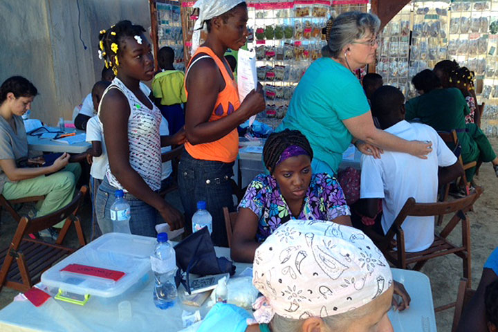 medical-clinic-girls-cotin