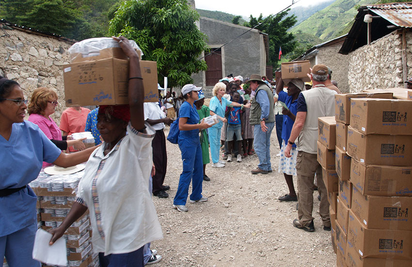 Food distribution in the village of Lastik.