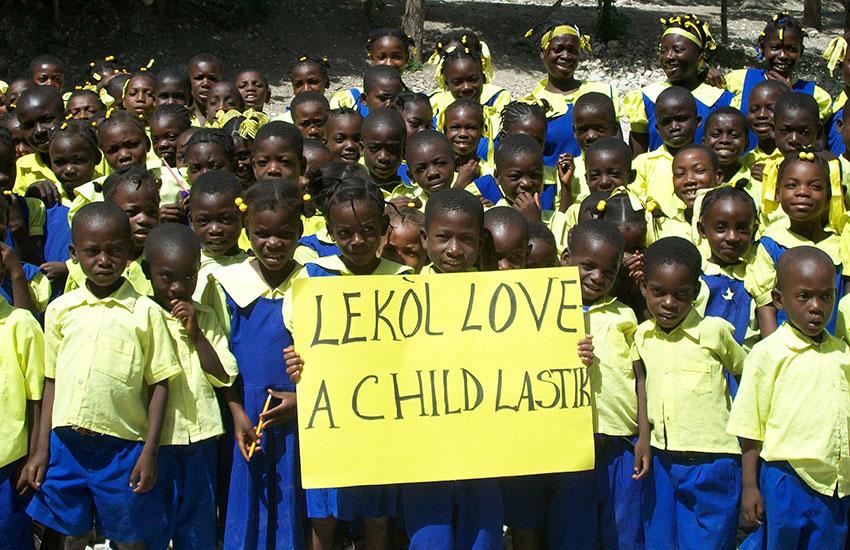 The schoolchildren in Lastik.