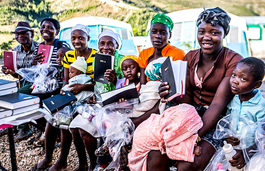 Many of the patients received Bibles, and accepted Jesus!