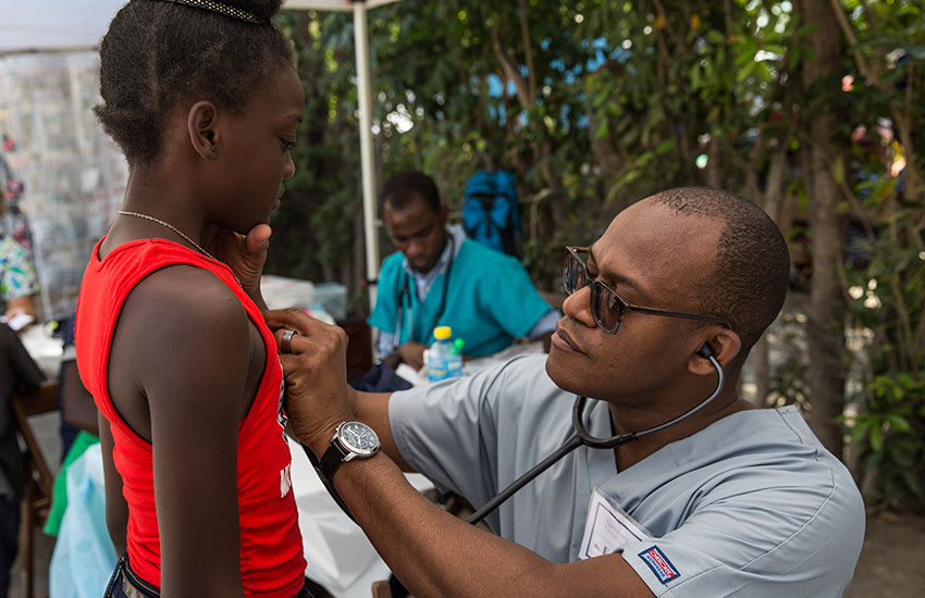 One of our volunteer doctors examined a young girl in Chambrun.